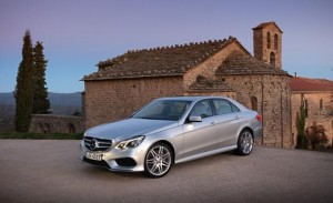 2015-mercedes-benz-e400-sedan-photo-502618-s-520x318