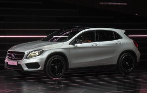 Mercedes-Benz-GLA_Side-Front