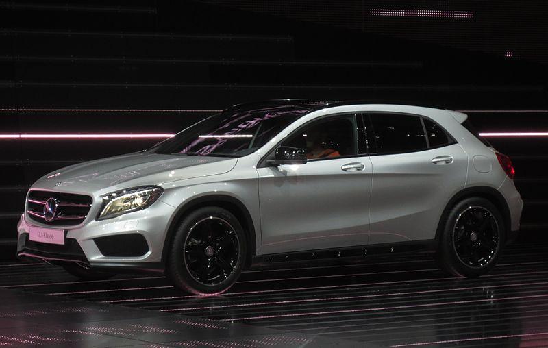Mercedes-Benz-GLA_Side-Front