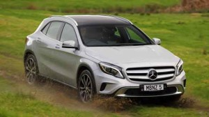 Mercedes_Benz_GLA_250_4MATIC_on_road