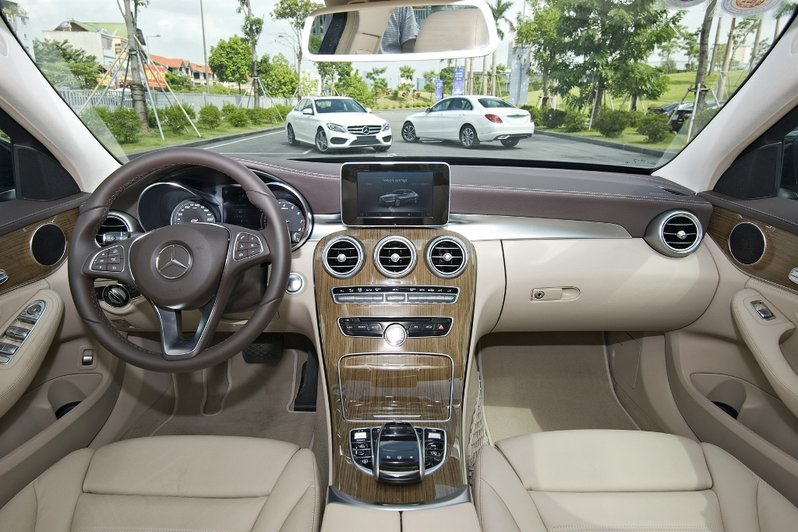 Mercedes-Benz-C200-C250-Exclusive---C250-AMG-(7)