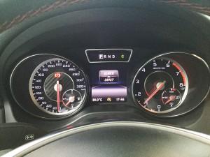 Mercedes-benz-cla45-amg-2015-mau-trang-mercedes-qua-su-dung-proven-exclusivity-010