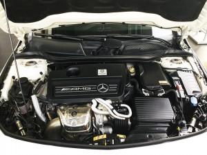 Mercedes-benz-cla45-amg-2015-mau-trang-mercedes-qua-su-dung-proven-exclusivity-014