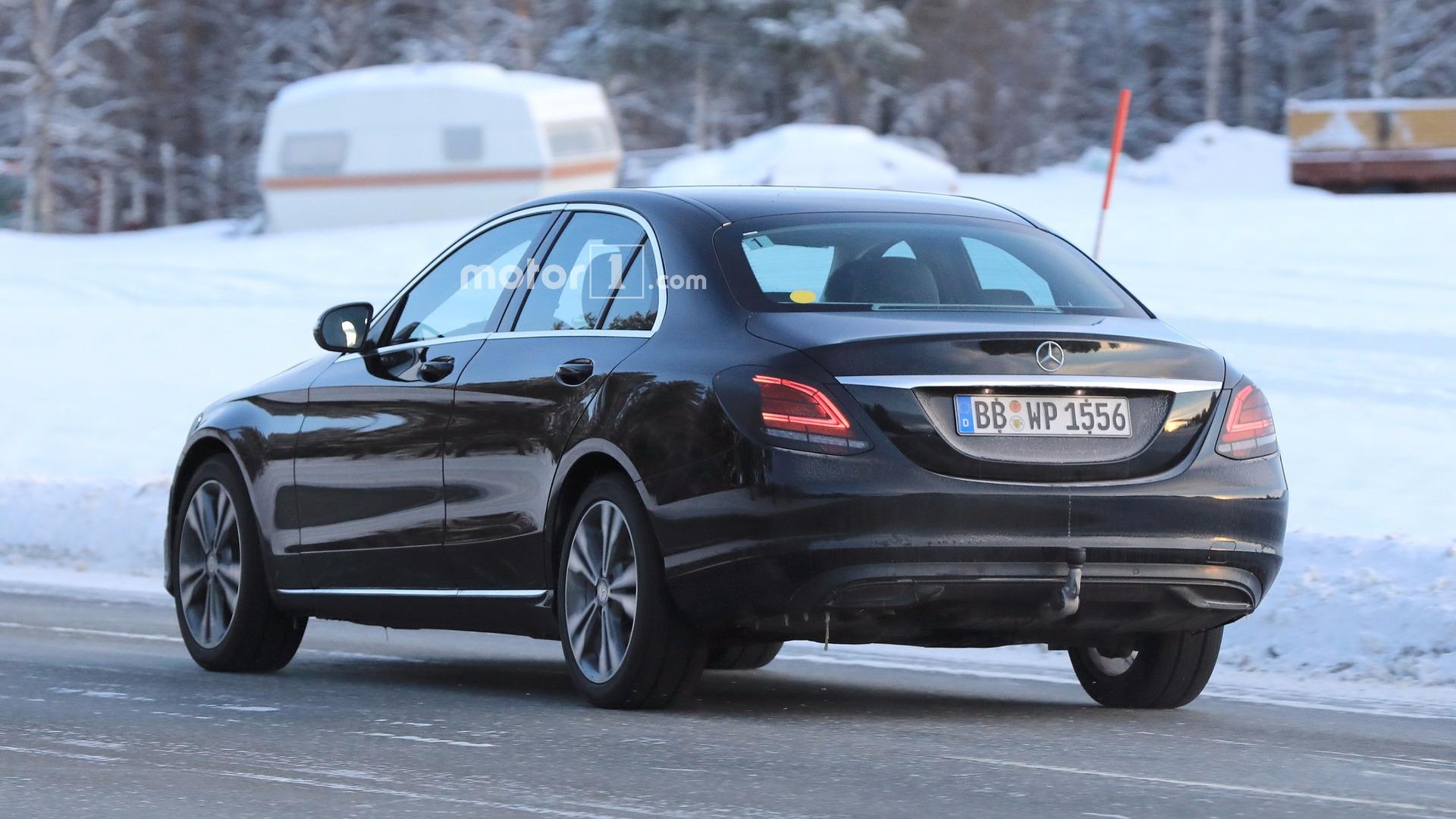 Mercedes C200, C250, C300 2018 moi (3)