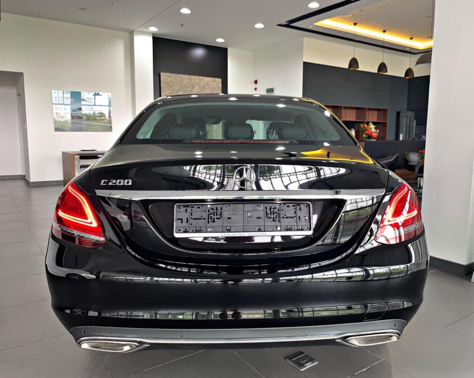 Mercedes-C200-Exclusive-4