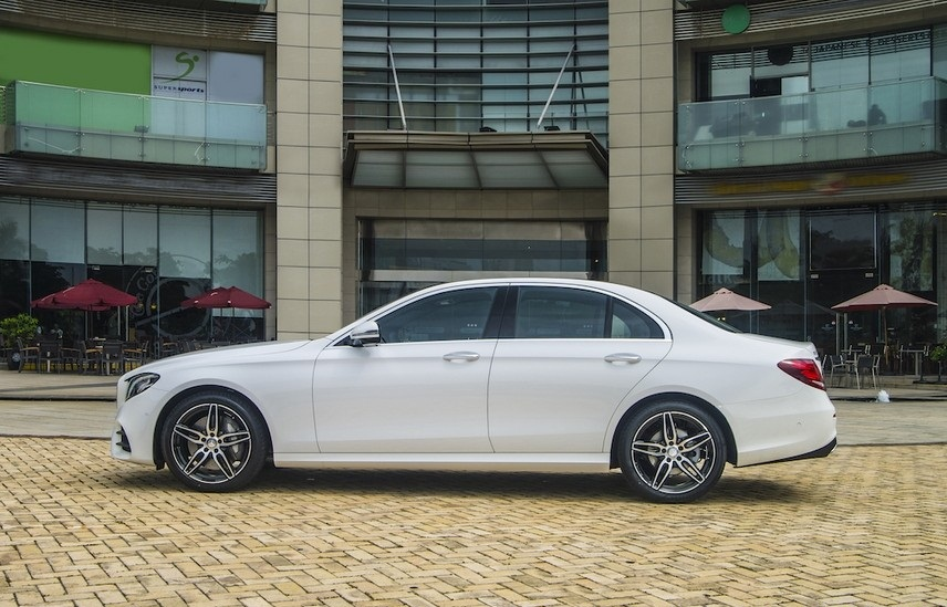 Mercedes-Benz E300 AMG 2021